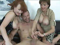 sex in grup - 2 se maturizează și 1 tip