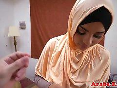 Prostorijama arapske cumsprayed habiba u usta