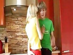 18yo blonda din europa oferă facut cu mana