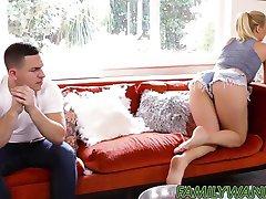 Napaljeni prekrasna Natalia Starr dobiva dolje i prljavo s stepbro