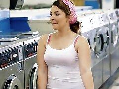 ExxxtraSmall - Petite Ungdoms Knullet i Laundromat