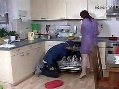 Horny koduperenaine võrgutab käsitööline