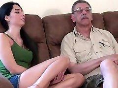 युवा किशोर पहली बार के साथ कमबख्त पुराने आदमी