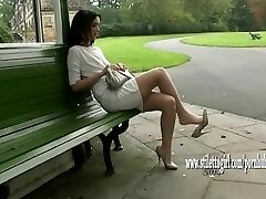Elég babe mutatja ki a selymesen sima nylon lábak, elegáns magas sarkú
