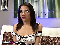 Hypno tiener in maid kostuum krijgt geile