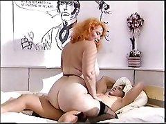 Big ass redhead mature neukt een tiener pik