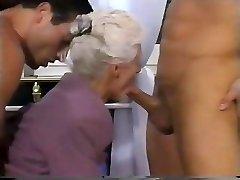 2 पुरुषों और दादी