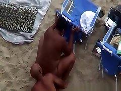 nudist-svart par spionert jævla på stranden