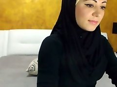 Stunning Arabic Bombshell Shoots A Load on Camera