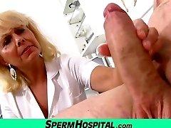 Ugudelige lady lege Koko cfnm sykehus handjob