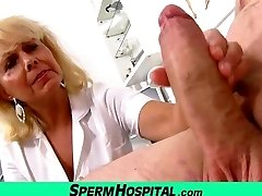 rea doamna doctor koko el nud ea imbracata spital, facut cu mana