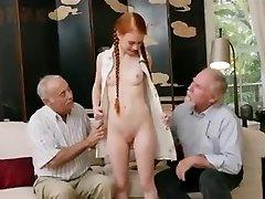 זקנים עם נוער. redhair מותק