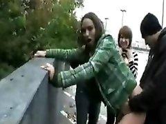 emo meisjes neuken op straat