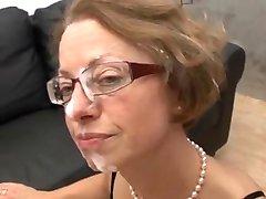 섹시한중년여성으로 안경을 얻을 엿드