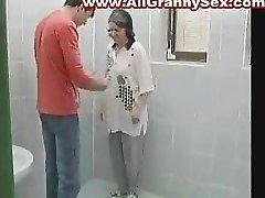 BBW Granny Pakliuvom į gydytoją