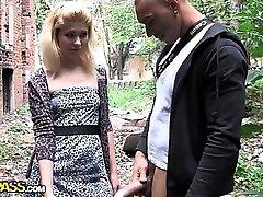 Nebenan blonde in anal public fuck