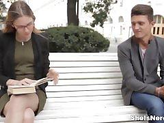 그녀는 살아남-섞는 성으로 영어를 연구