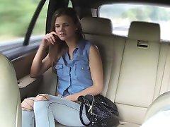 Szűk amatőr utas railed a sofőr, a taxi
