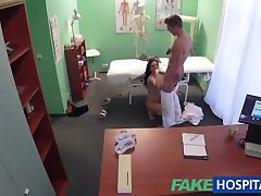 FakeHospital Hot Tattoo-Patient geheilt mit harten Schwanz Behandlung