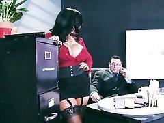 Big-zylė apatinis trikotažas, plakiruoti asistentas Kiara Mia fucks jos bosas darbe