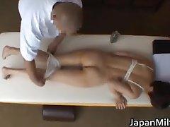 Azijski milf ima masaža i jebanje part1