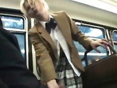 Teen Saugt und Schlepper Schwanz in School Bus!