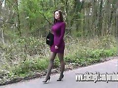 Sexy stiletto girl Donna hat tolle Beine blendet in high heels Schuh Fetisch