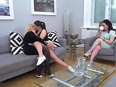 Lesbiečių Threesome