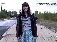 는 18 세 사춘기 Luna 첫째 누드 비디오 캐스팅