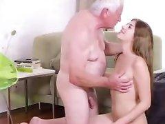 pappa putzt dir die Zaehne suesse