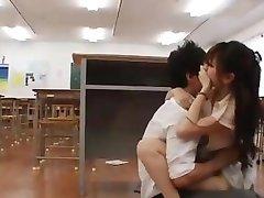 Japanische Mädchen gefickt verführerische, Reife Frau, die an der U-Bahn.avi