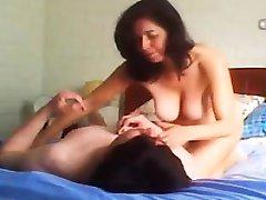 Máma skryté cam šťastný sex Tonie z 1fuckdatecom