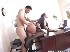 Claire Dames är en sekreterare som vill knulla