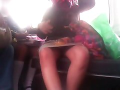Carolina atvērt kājām uz autobusu