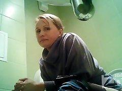 Peeping in der Toilette 1585