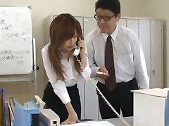 Azijos sekretorius nuo Tokijo su bum pieno