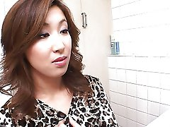 Vroče Japonski wc blowjob