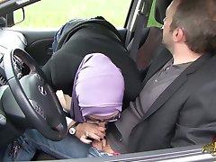 Sarah AbdelKhader suce sūnus mec dans la voiture Beurette Kelionė