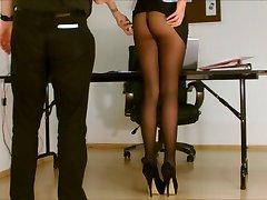 Sekretärin Strumpfhosen ausgesetzt.