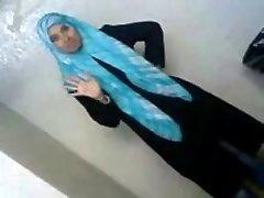 섹시 아랍에 대학생을 보여준 그녀의 자산을 BF