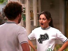 Mila Kunis, Hogy a 70-es évek Show-pom-Pom lány összeállítás