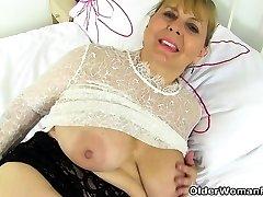 영어 섹시한중년여성 Alexa 맛있에서 옷을