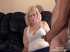 Prostituierte spielt mit Jungs-ass