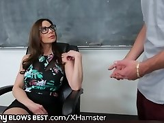 MommyBlowsBest Učitel MILF Chce Mladší KOHOUT!