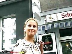 német tini, akit élete első pornó casting