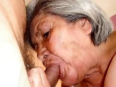 뜨거운 오래 된 할머니와 함께 놀라운 벗은 몸