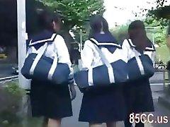 roztomilý školačka obtěžoval autobusem geek 02