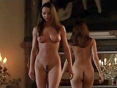 orgie intr-un castel cu lesbiene sclavi