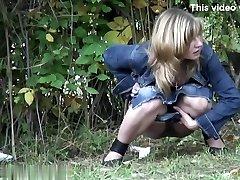 Chicks Peeing voyeur video 42