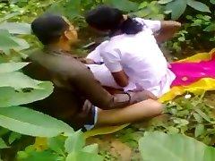 Indische ficken im Wald